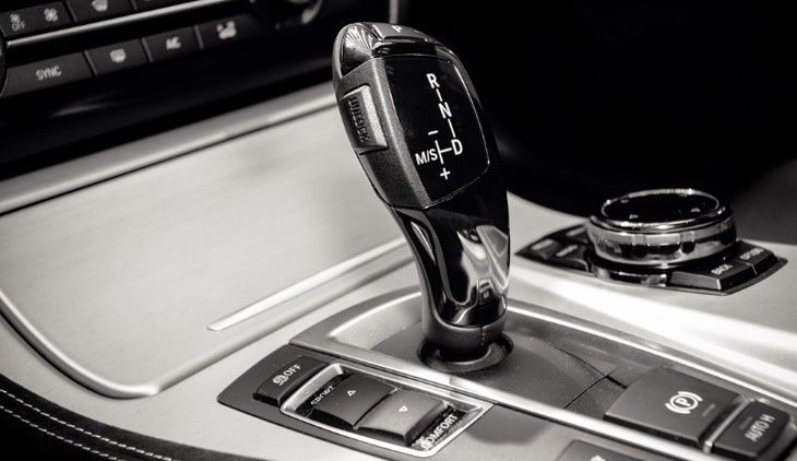 gearshift-in-the-car